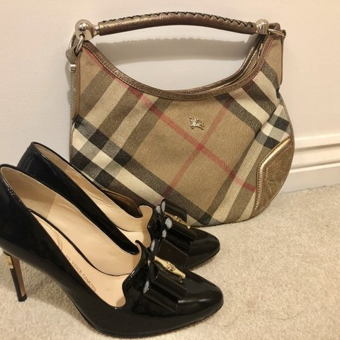 6ca3003d483 Pre-loved Burberry bag. Bought it from sample sales of in so - Depop