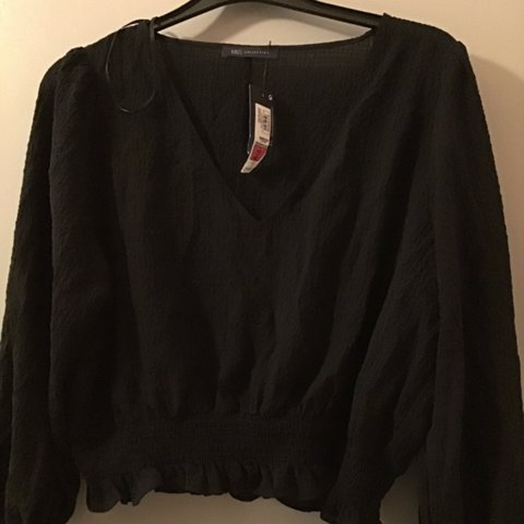 17927b926c2dd3 @honeyg2409. in 15 hours. Pulborough, United Kingdom. Black gypsy style  long sleeve v neck top ...