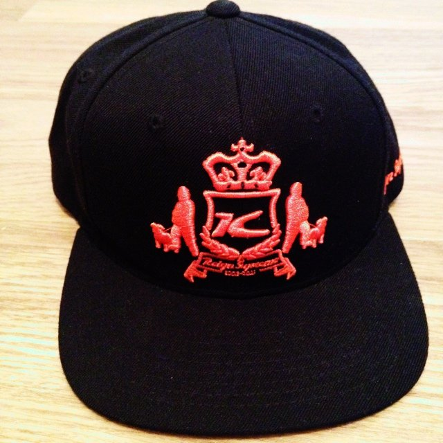 64c1e8b45f8bdf Starter reign supreme snapback. Unworn only for photoshoot. - Depop