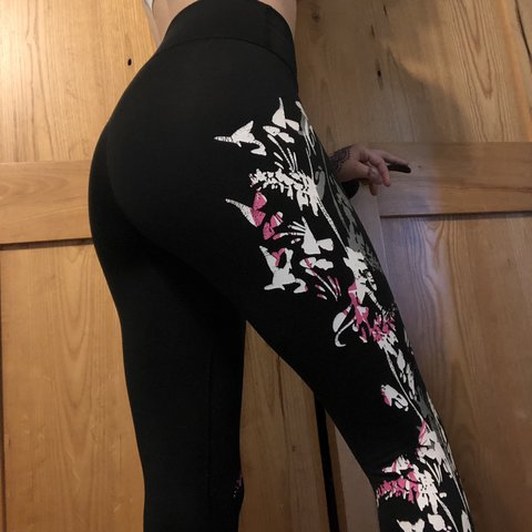 1ea6ce6fc24a3a @alyssareese. 20 days ago. Franklinton, United States. Fabletics black & floral  leggings
