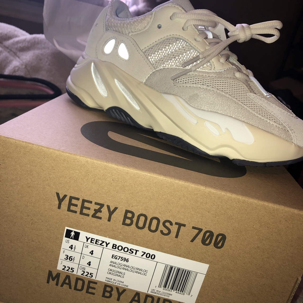 new product 1a45f e286b Yeezy Boost 700 Analog US size 4.5 in men so about 6 ...