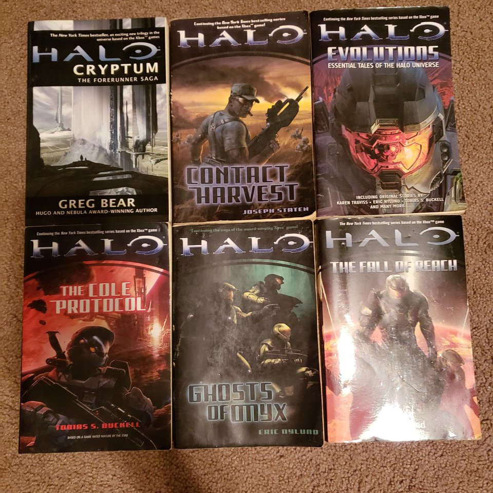 Halo books! Relatively good condition  PM for    - Depop