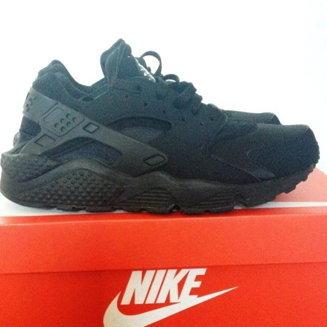 bc06d9de64c5 Nike air max huarache triple black size 7.5 good condition - Depop