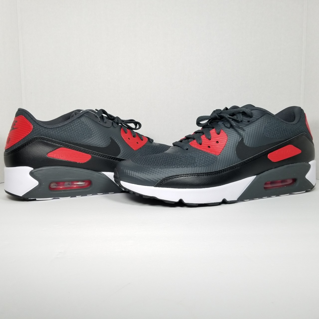 MENS NIKE AIR MAX 90 SIZE 12 NEW WITH BOX NWT