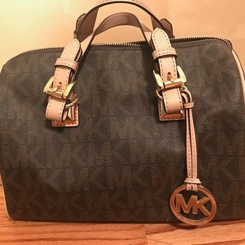 6ee173caa3d5 @meeeshe. 23 days ago. Chicago, United States. Michael Kors Grayson Large  Satchel Signature PVC (Brown)