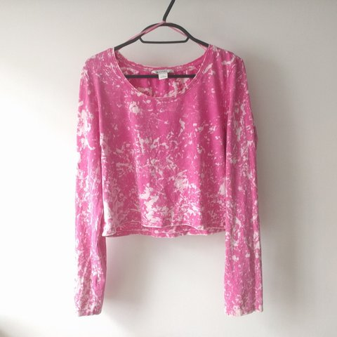 13a0400dc95 Monki Pink Acid wash Crop Top This is a really flattering in - Depop