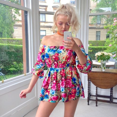 64e71fc5dd 🤸🏼 ♂ 🌼 Retro 70s playsuit off shoulder floral print size - Depop