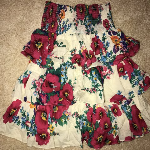 c8b7fb863f Floral Tube dress from Forever 21. Has a stretchy  forever21 - Depop