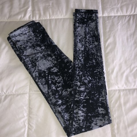 79fb25e93470ee black and grey marbles leggings by the brand champion. worn - Depop