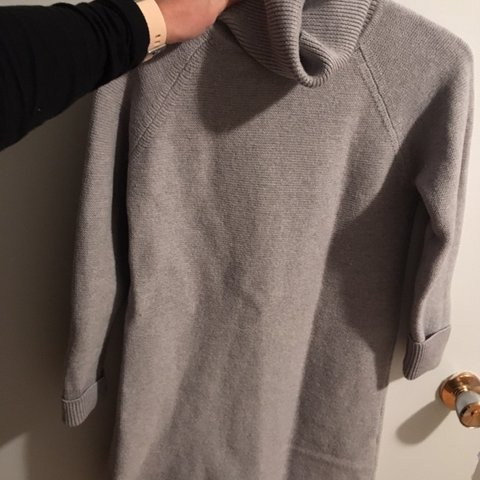6d3124c446c Wilfred grey sweater dress Purchased from aritzia. Size - Depop
