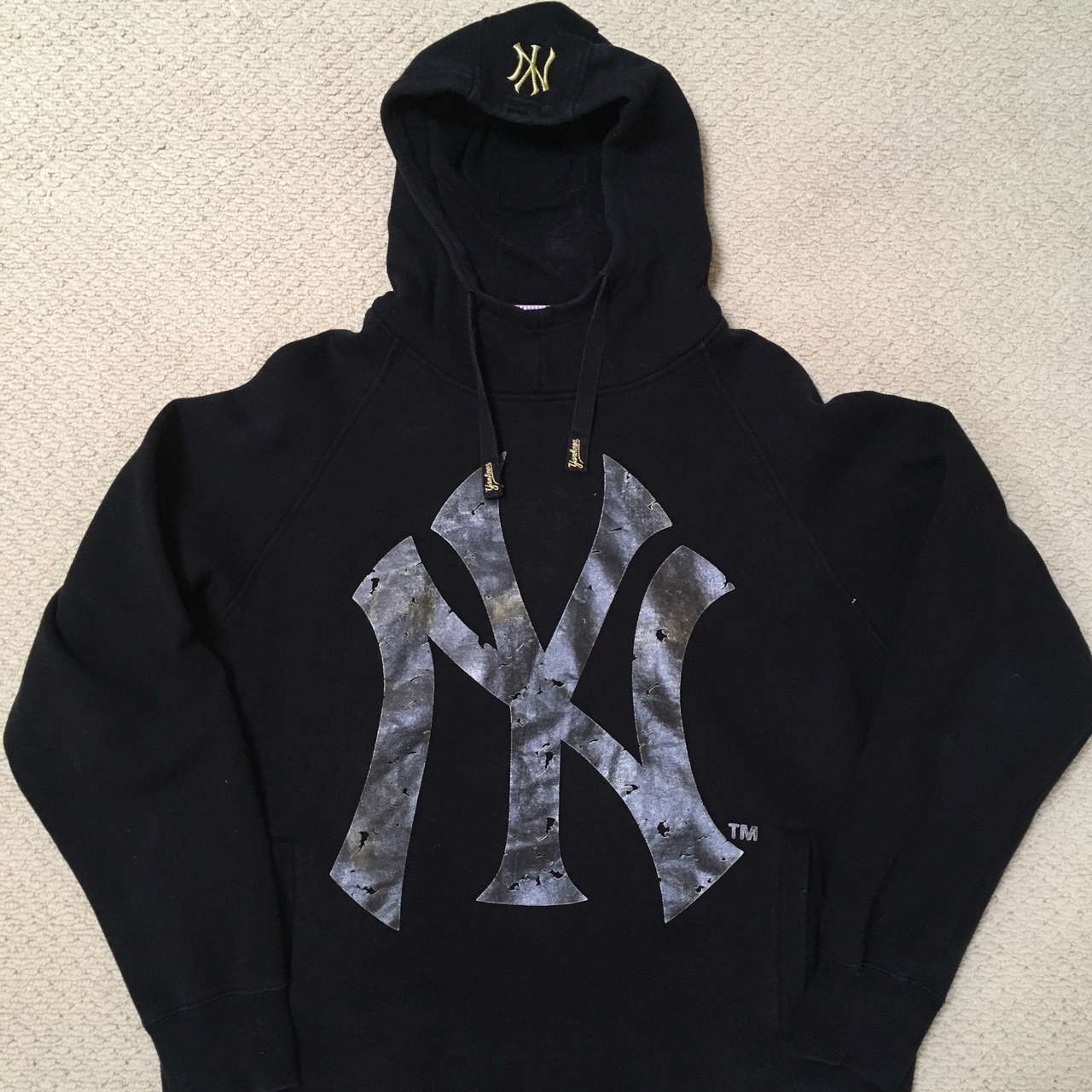 newest 99704 ce5ea NEW YORK YANKEES Black Hoodie with Funnel Neck and ...