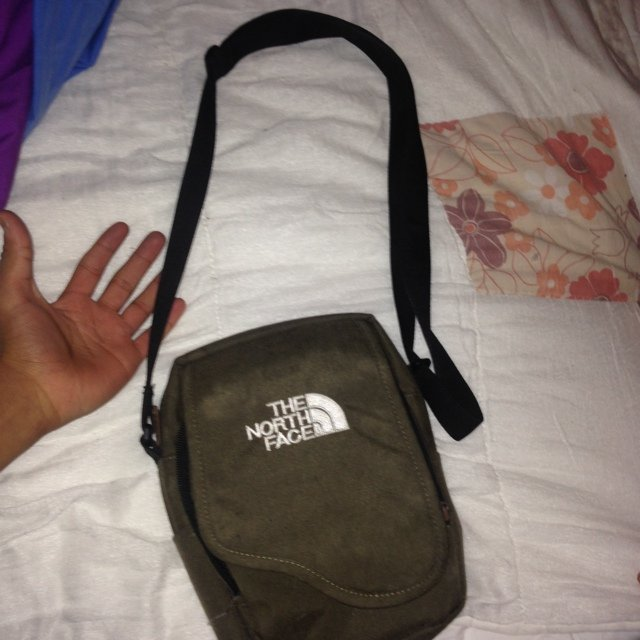 1e1bdc8bc North face side bag,good condition,bought this for £40 - Depop