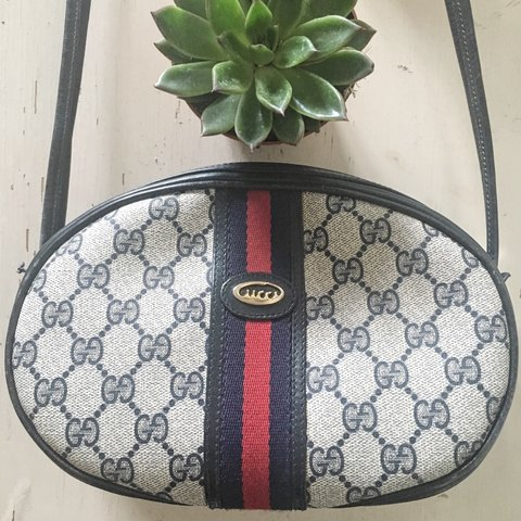 07936caac7e Oh hello authentic VINTAGE GUCCI 😍! Amazing classic bag