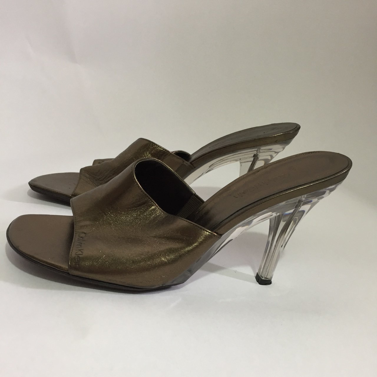78d39399b6 @nataliearellano. last year. Santa Ana, United States. Gold Calvin Klein  shoes with clear heel. Has minor scratches ...