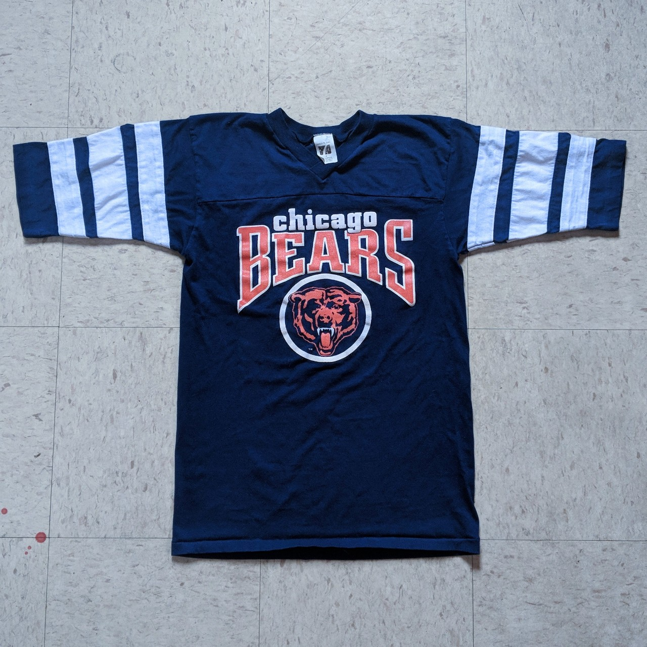 detailed look 9aec4 a3fb0 SALE! Old school Chicago Bears jersey style tee... - Depop