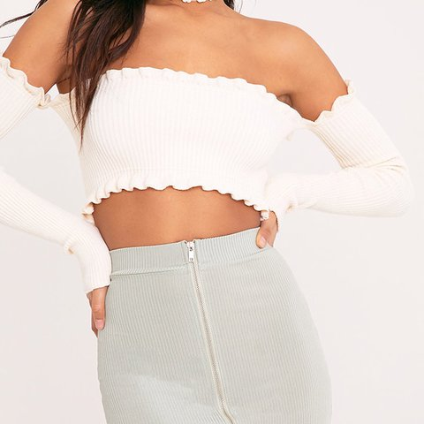 975fe1d3d55 @yosoytammy. 11 months ago. United States. off shoulder crop top / fits S-M  / tags pyt ruffles cropped ribbed cream white rib prettylittlething ...