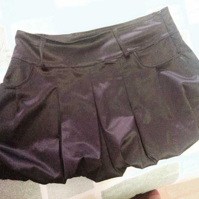 on sale d699d 01b67 Gonna a palloncino !!! Nera semi lucida! Taglia 42. - Depop