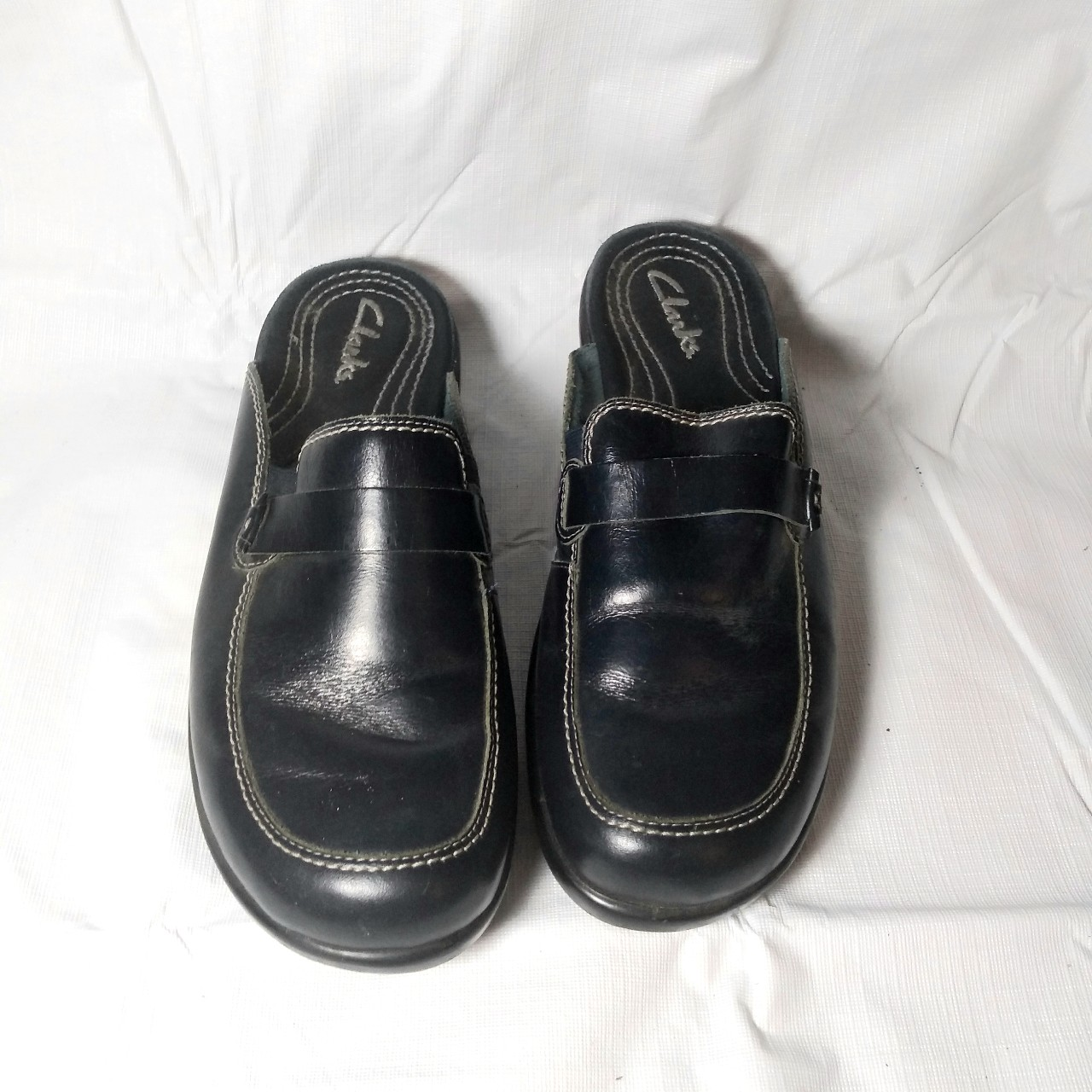 These Navy blue leather mules or clogs