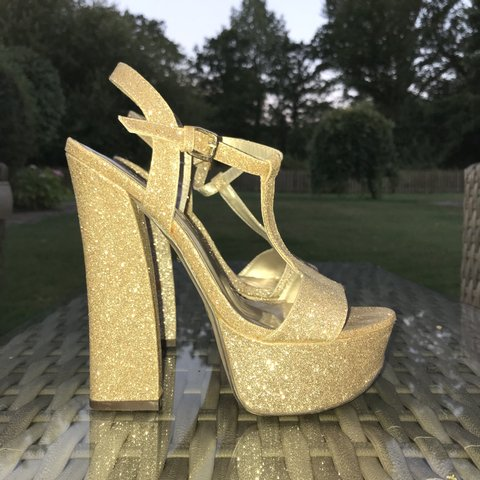 ccf6ab6a5b1 AMAZING super high 6 inch heels from forever 21 super coral - Depop