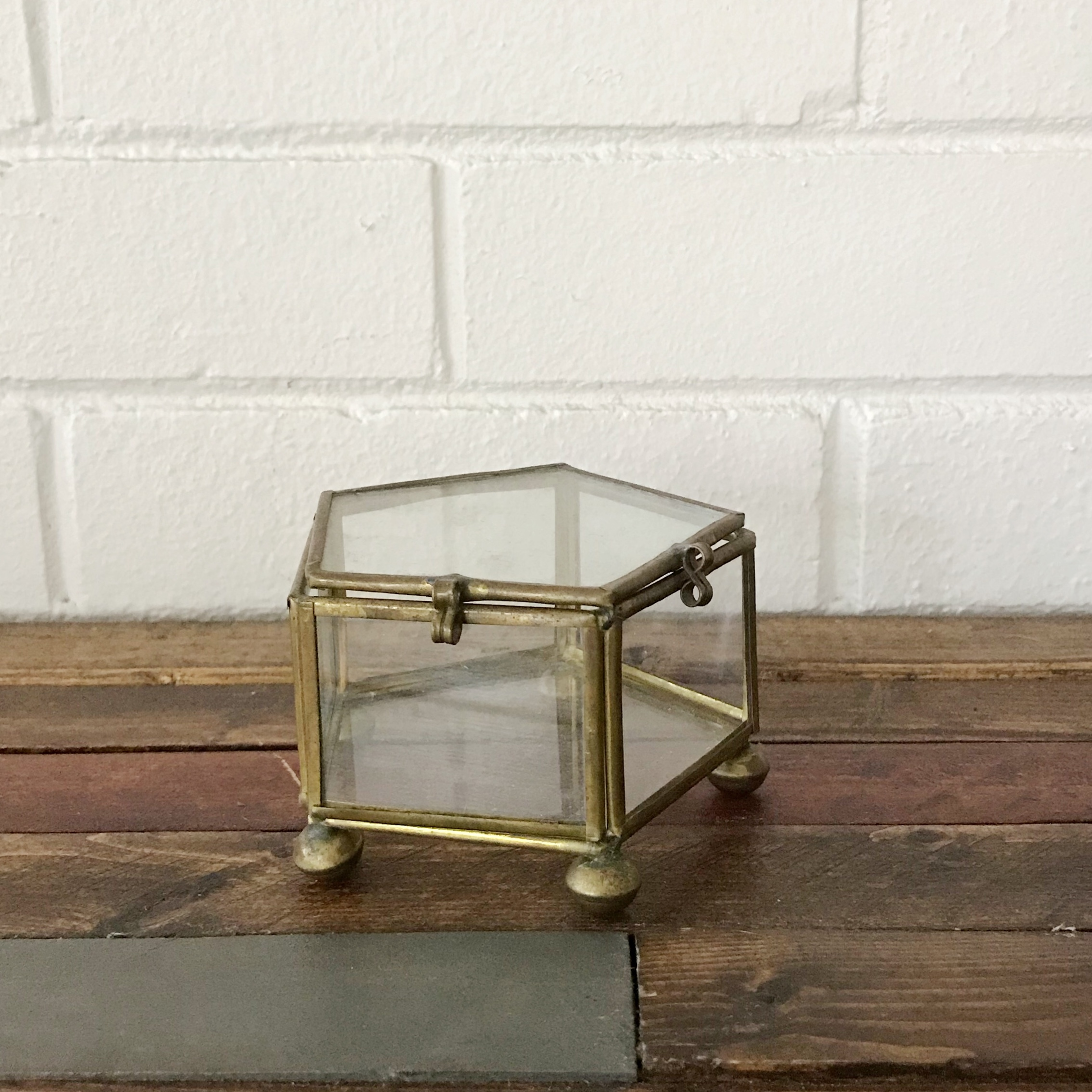 Remarkable Vintage Glass Display Box With Gold Trim Simple And Depop Dailytribune Chair Design For Home Dailytribuneorg