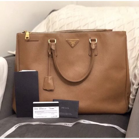 23615e1d40b0 @hcdewsbery. 3 months ago. United Kingdom. PRADA SAFFIANO LUX TOTE DOUBLE  ZIP EXECUTIVE ...