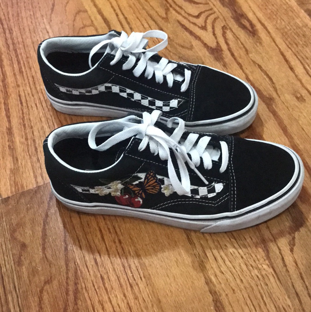 similar to old skool vans but with a