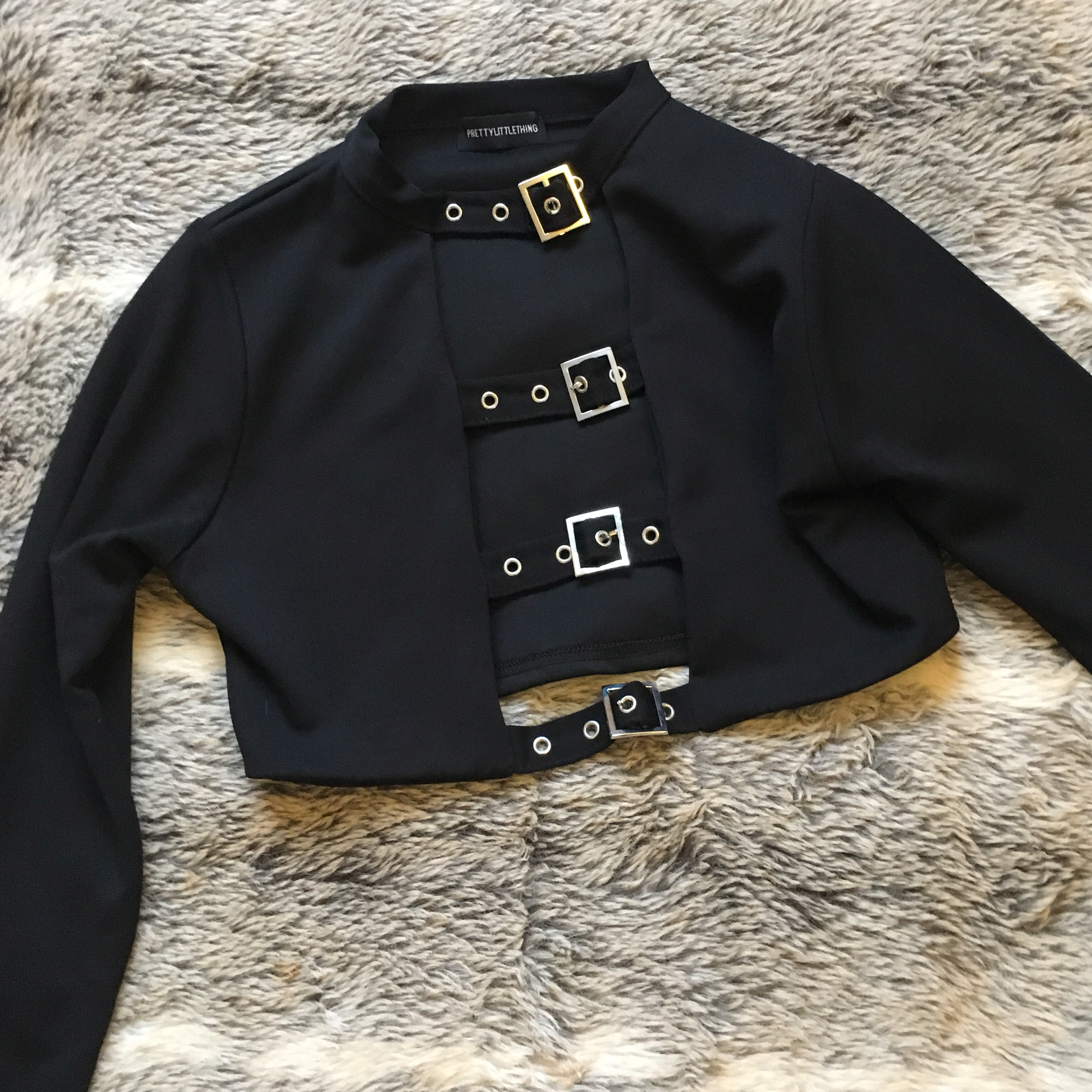 e8bce311a8057 pretty little thing buckle black top in size 10