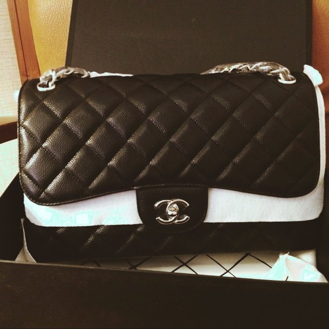 b2d1ddae58396a @thanhhang. 4 years ago. Washington, USA. Chanel caviar jumbo flap bag.