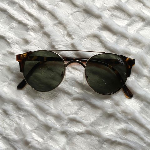 aadff5e9bd  luanna90. 3 years ago. United States. Round sunglasses with tortoise and  metal frame