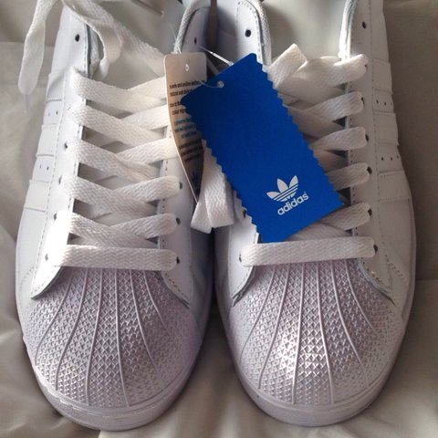 BRAND NEW ADIDAS SUPERSTAR ALL WHITE. SIZE 9 COMES WITHOUT - Depop 3b8e4b213