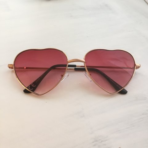 2d77f0f3b3 Cool heart shaped sunglasses with pink lenses