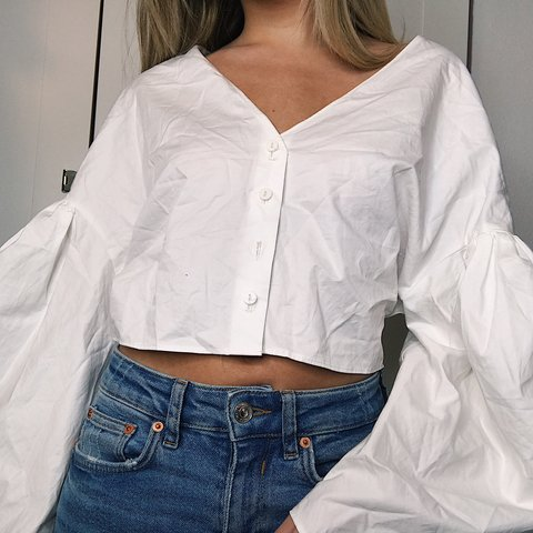 840a3a92 ON HOLD! White puff sleeve button up top from Zara. Button - Depop