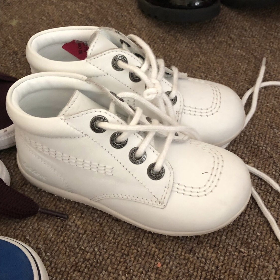 Kids white kickers Size 7 Excellent