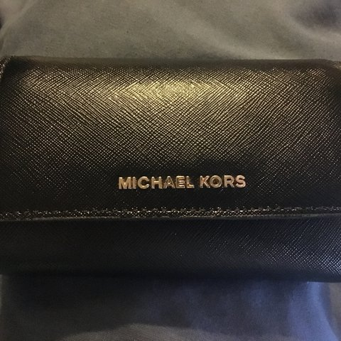 ce9203a8bb2d Selling my genuine Michael Kors purse (as proved by receipt) - Depop