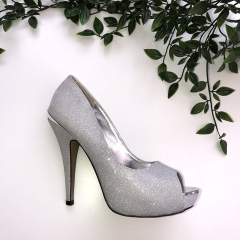 07d763f05979 Sparkly silver platform heels from quiz Size 5 but quite a 5 - Depop