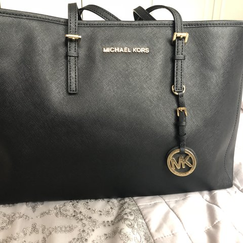 38ae412205847d @fizahm. 11 months ago. Bolton, United Kingdom. Used Michael Kors Jet Set  large travel tote in black ...
