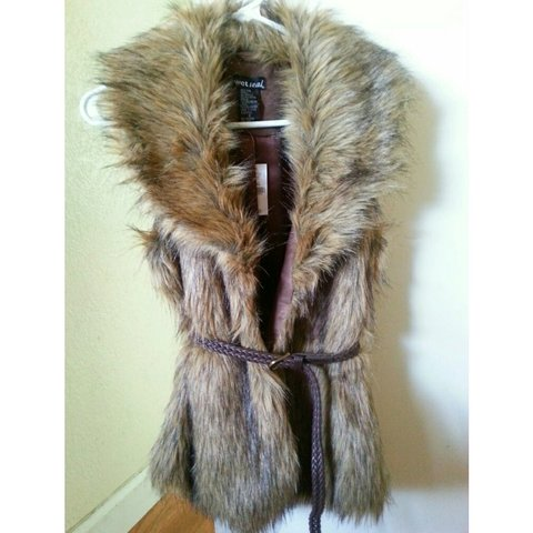 6c00760d93f Wetseal Faux fur vest with skinny belt Size  Small New