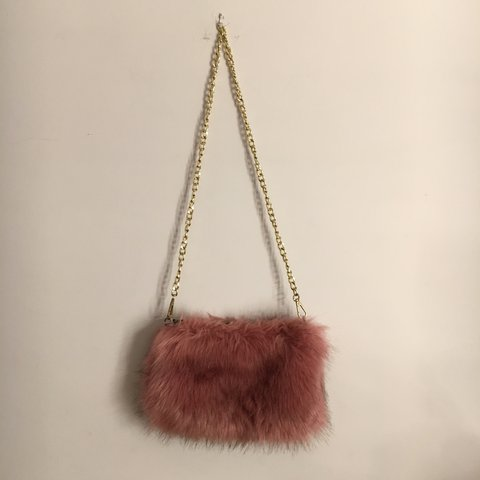 ac96e1ef603f Pink fluffy shoulder bag with gold chain. Used a few times - Depop