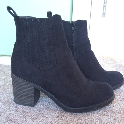 0c9f8dc15021 Black Suedette Chunky Block Heel Ankle Boots from New Look. - Depop
