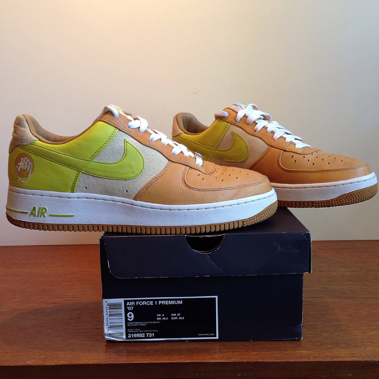 Nike Air Force one premium Bobito from 2007 released