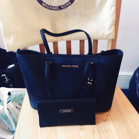 2dd895a95b70b4 @rebeccaoe. 4 years ago. London, UK. Michael kors tote bag with original ...