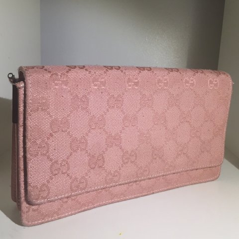 5c5b95279 ✨Vintage Gucci baby pink clutch ✨I bought this bag in a the - Depop