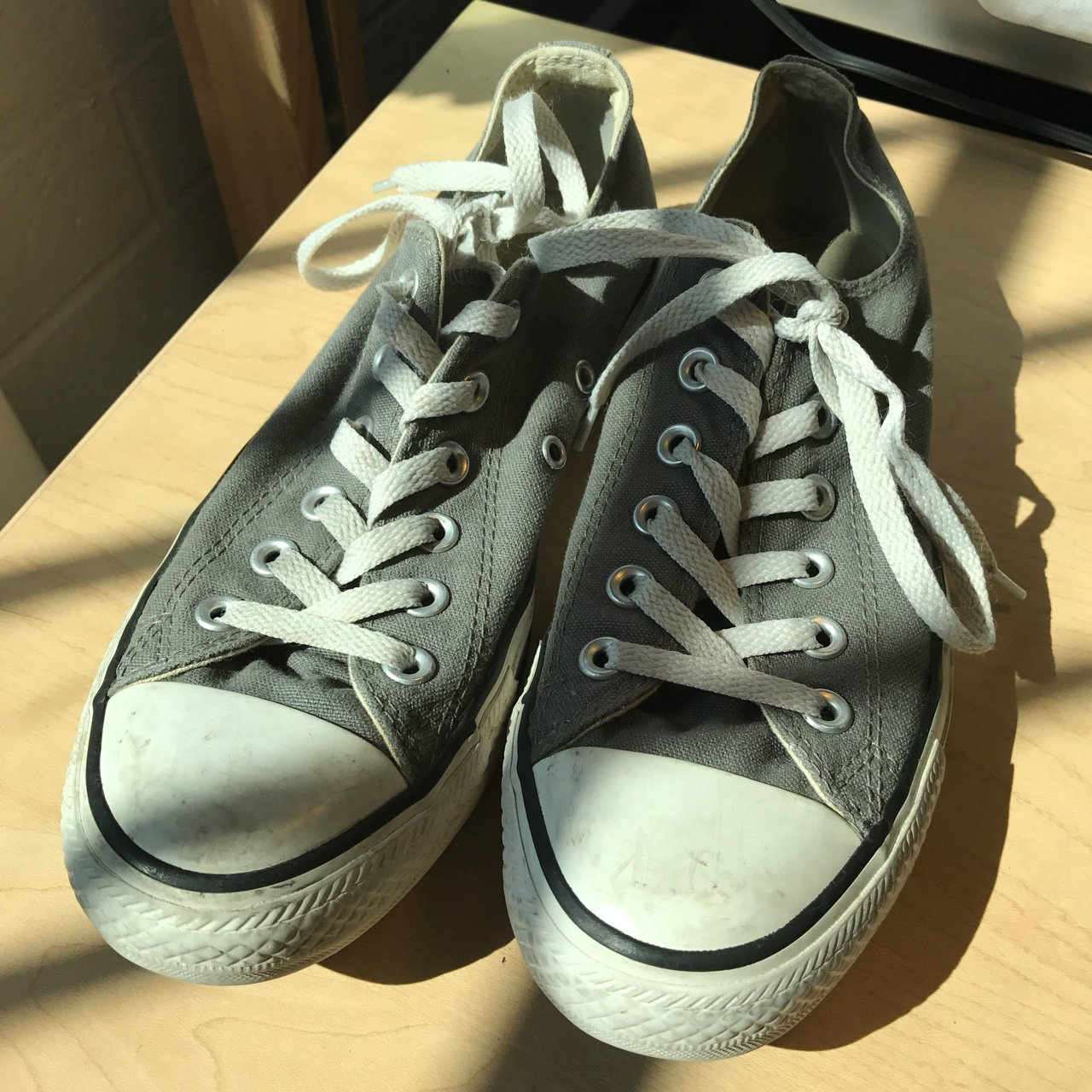 Gray Converse All Star low top shoes. 6 in men s 8 in only a - Depop c875c00f4e0