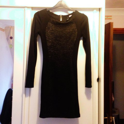 b4660f57ef01 Tight fitted black h&m dress with leather snake skin print a - Depop