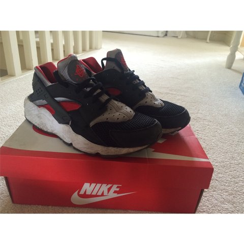 752251cfeab NIKE HUARACHE BLACK RED SILVER good condition