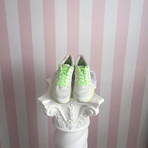 ad94bc03b795 WOMENS RUNNING TRAINERS NIKE LUNARGLIDE 4 NEON YELLOW AND - Depop