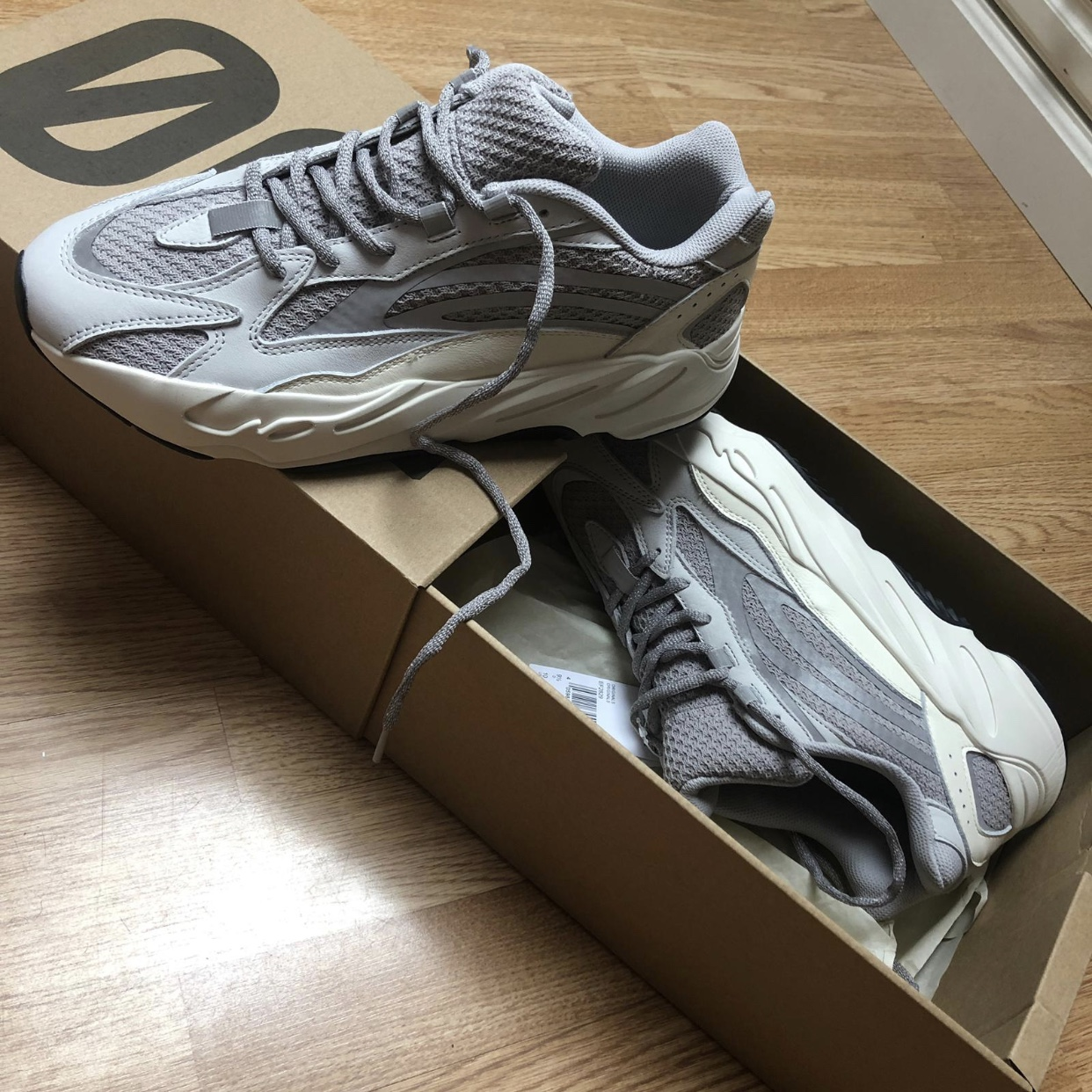 sports shoes ab508 12324 Yeezy Boost 700 V2 Static Wave Runner size 9. Brand ...