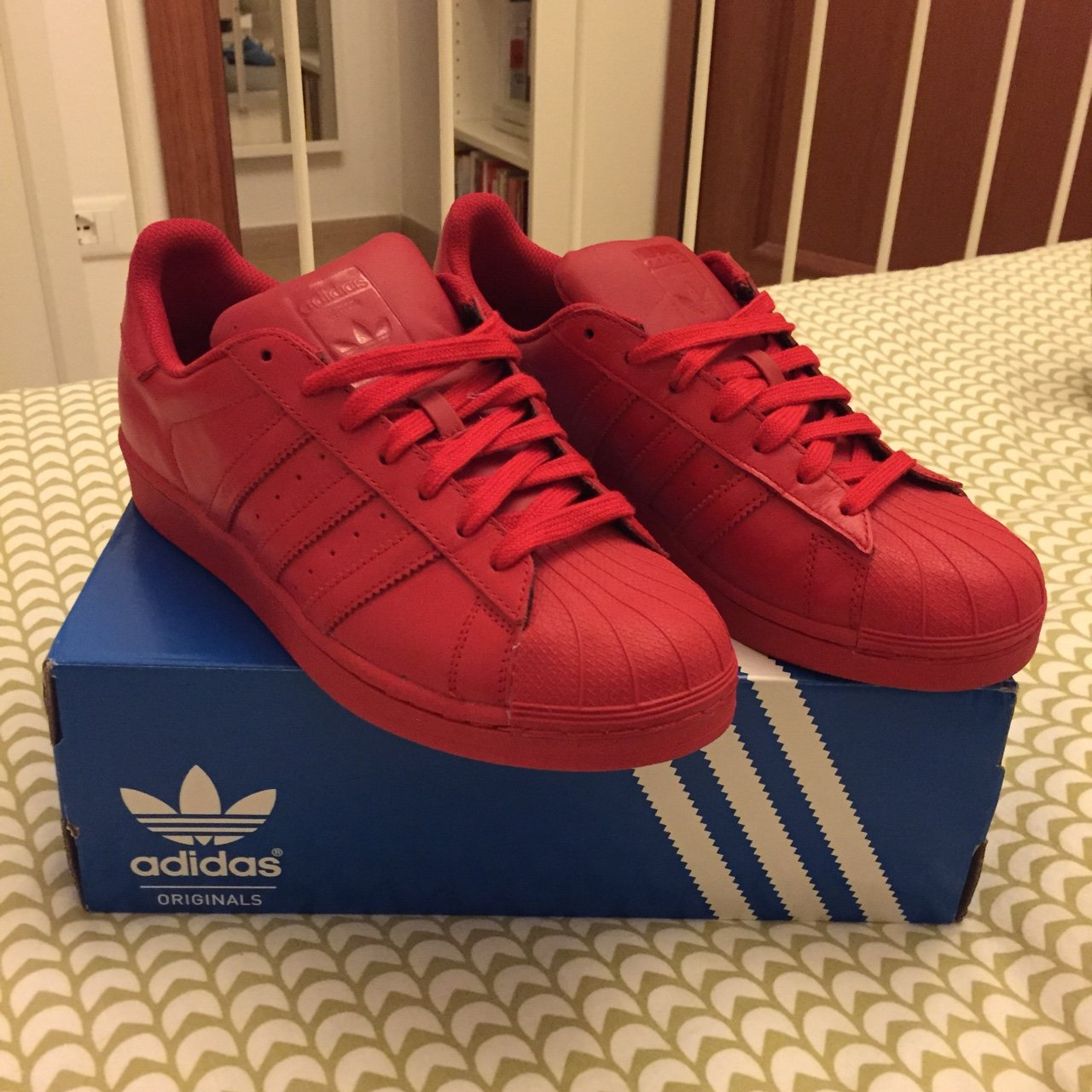 adidas supercolor rosse indossate