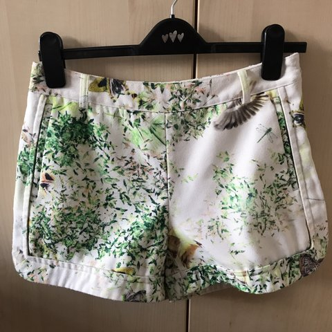 8ef13e190 Ted Baker ladies shorts size 1 equivalent to a UK 8 . with . - Depop