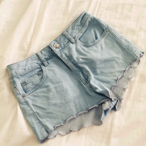 b8f2d9408e 🌿🌟TOPSHOP 🌟🌿 scallop trim shorts, great for holidays and - Depop